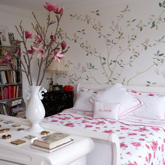 Floral bedroom in Lulu Guinness' Victorian home - via House to Home. Especially loving the wallpaper!