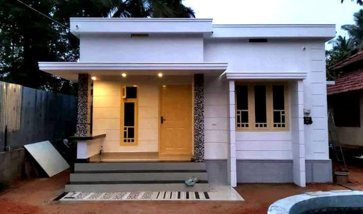 548 Square Feet 2 Bedroom Low Budget House At 3 25 Cent Plot For 5 Lack Home Pictures Easy Kerala House Design Small House Front Design House Roof Design