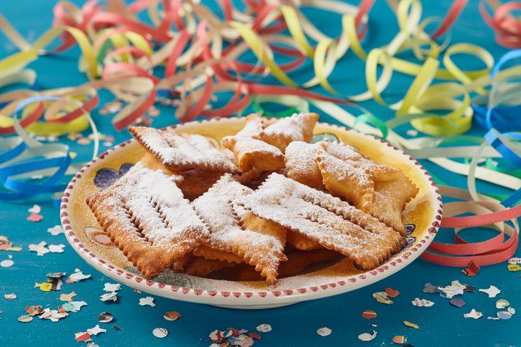 Ricette per Carnevale al forno: sfiziosi e gustosi dolci di Carnevale tutti cotti al forno dalle chiacchiere alle castagnole per finire con i ravioli dolci.
