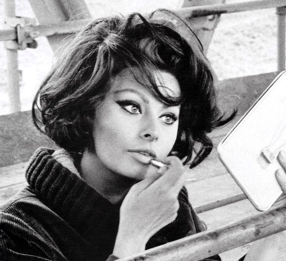 sophia loren | por el día de la madre, la biografía de la legendaria Sophia Loren ...