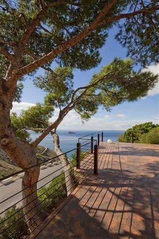 Den mest bedårende udsigt - fra parkeringspladsen! Villa Diamond i Benidorm ved Alicante. #Alicante #Benidorm #feriebolig #luksusvilla Se mere på Feriebolig-Spanien.dk / ID: 18006