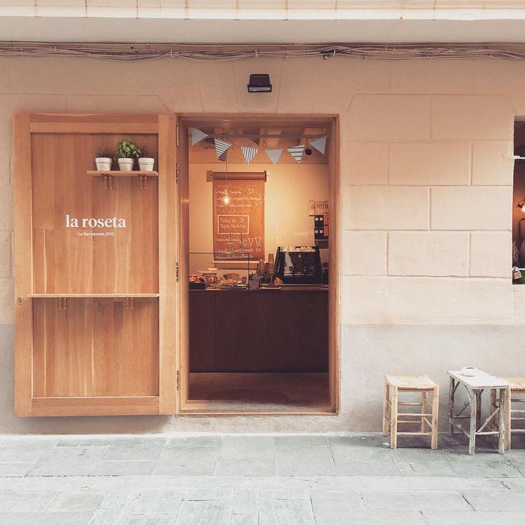 Look at this lovely cafe!! La Roseta in Barcelona is now featured on petitepassport.com #larosetabarceloneta #thebarcelonaguide #cafe #beach