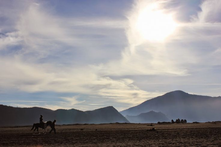 Born.To.Bite: Bromo Mountain: Catching Sunrise!