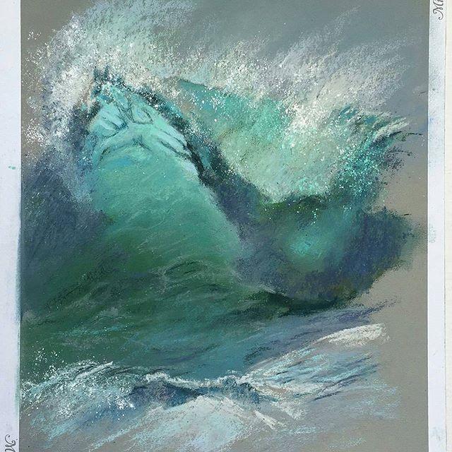 Unbelievable sea drawn with pastel. Море не отпускает... а в пастельном исполнении оно просто великолепно! 💕🎨 . Оценивается, что 50-80% жизни на Земле находится под поверхностью океана, и океаны содержат 99% жизненного пространства планеты. Менее 10% этого пространства изучено человеком. 85% этой территории и 90% объема представлены темной, холодной средой, которую мы называем глубоководьем. При этом средняя глубина океана составляет 3 795 м. . В настоящее время ученые назвали и успешно…