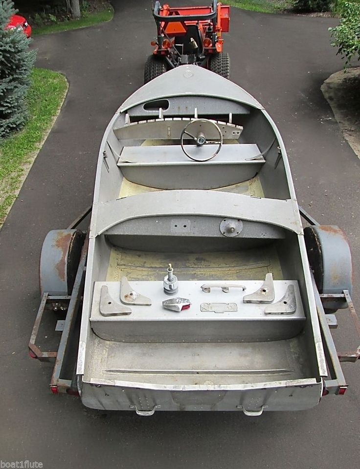 1950s Vintage Wolverine Wagemaker Dual Cockpit Rear Steer Runabout Boat Cadillac #Wolverine #Wagemaker #1950's #Classic #Vintage #AluminumBoat $1250 http://stores.ebay.com/MICHIGAN-FRESH-WATER-MARINE