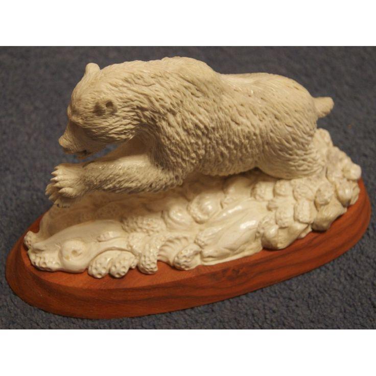"""Скульптура """"Медведь на рыбалке"""" - Охотничьи подарки"""