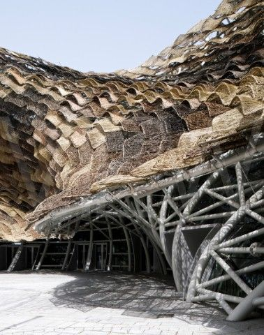 SPANISH PAVILION, MIRALLES TAGLIABUE ARCHITECTS, WORLD EXPO 2010, SHANGHAI, CHINA. DETAIL VIEW OF STEAL STRUCTURE SEEN AT ENTRANCE OF FRONTAL SQUARE