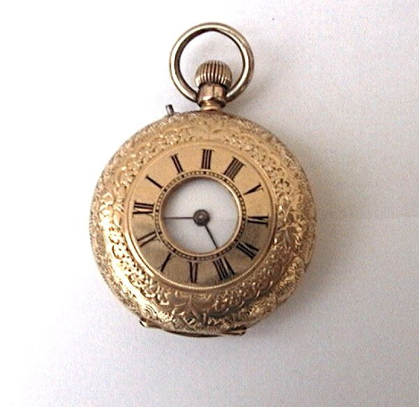 Heren zakhorloge met demi-hunter behuizing - Circa 1880  Elegant savonnette pocket watch. Finely engraved by hand. Anonymous maker. Casing number 71884 Swiss movement. The mechanism has been serviced and is in perfect working order. 18 kt yellow gold double casing Roman numerals on the outside in fired enamel Total weight: 36.1 g Diameter: 3.50 cm Shipping with tracking number and insurance  EUR 174.00  Meer informatie