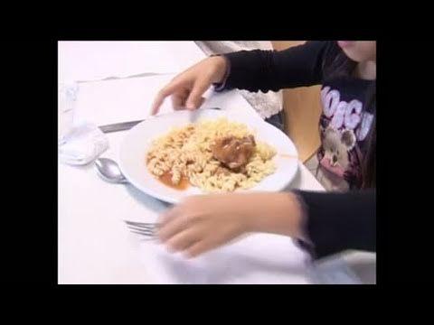 ▶ Cantine scolaire : apprendre le goût aux enfants - YouTube