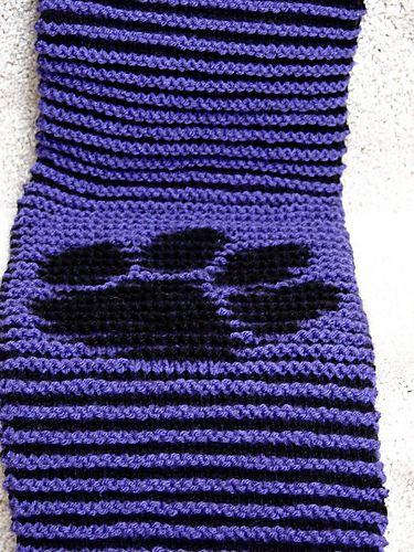 Paw Print Illusion Knit pattern by Kimberly Kwon - good first illusion pattern