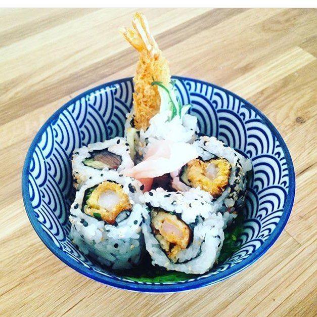 mieux que des fleurs, un bouquet de sushis 💕 #sushi #flowers #edibles #tempura #shrimp #japan #japanesefood #asian #food #asia #japanese #ebi #porcelain #bowl #onthetable #foodporn #instamood #party #saturday #night #munchies #teambouboule
