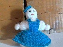 bambolina eseguita ad uncinetto