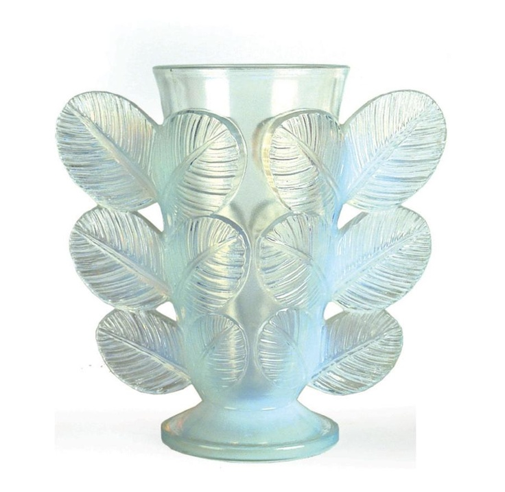 An Art Deco French Paul D'Avesn opalescent glass vase of…