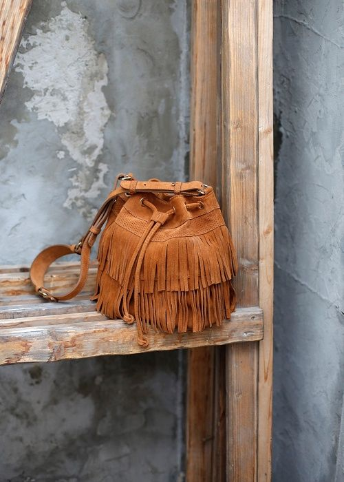 Bourse Folk // Lookbook Pré-collection Printemps Eté #sezane #bourse #folk…