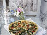 Spinat-Gorgonzola-Quiche mit Kirschtomaten und Pinienkernen Rezept