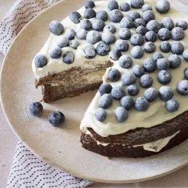 Bananenlaagjescake met bosbessen - Dille & Kamille | De Italiaanse keuken