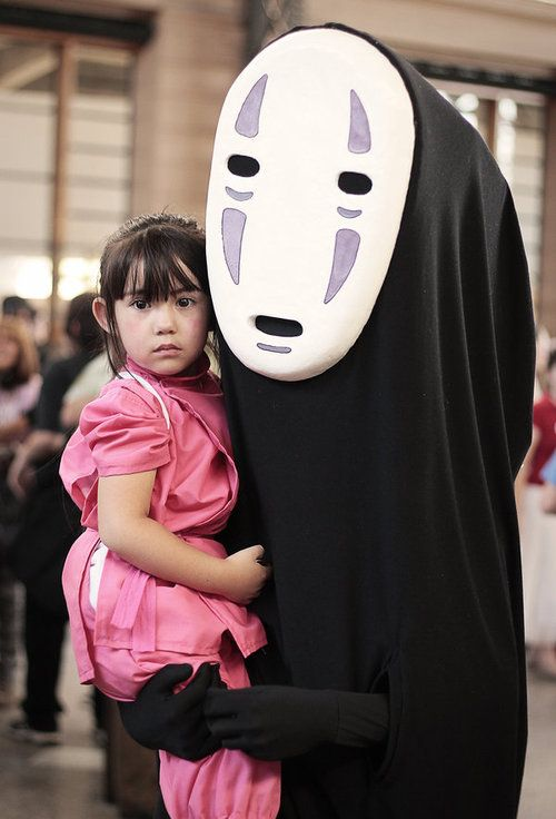 We love it when the Department of Awesome Parenting finds another example of family cosplay. Chilean photographer JFCespedes captured this almost unbearably sweet portrait of a parent and child dressed as the characters No-Face and Chihiro/Sen from Spirited Away by Hayao Miyazaki. The photo was taken just a couple weeks ago at Anime Expo Summer 2014 in Santiago, Chile. [via Fashionably Geek]