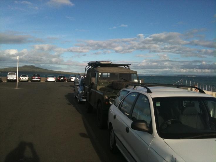 Kiwi Landrover at Takapuna Boatramp