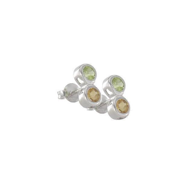 Pendientes en #plata de ley con 2 chatones de #peridoto y cuarzo citrino con cierre a presión.  #joyería #jewellery #colores #primavera #pendientes #earrings #spring #colors #silver