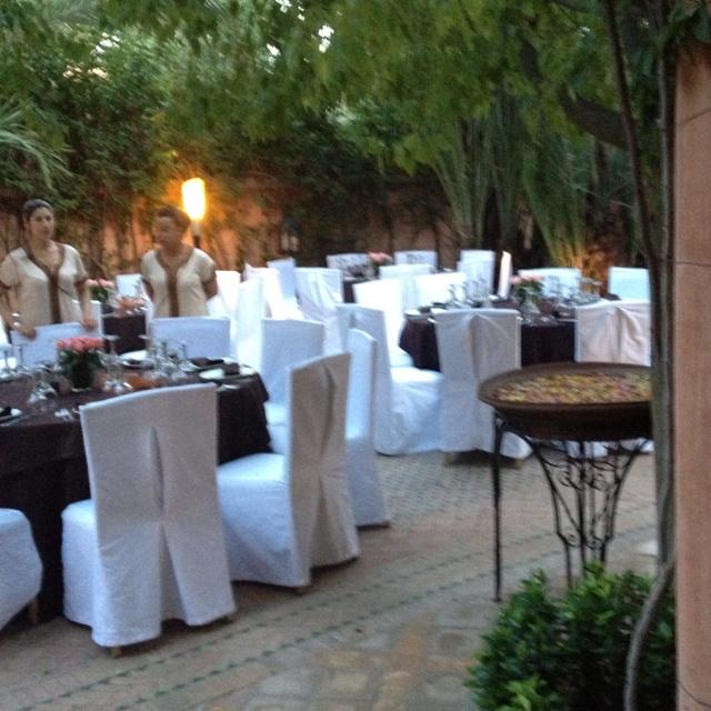 The garden restaurant at Dar Rhizlane