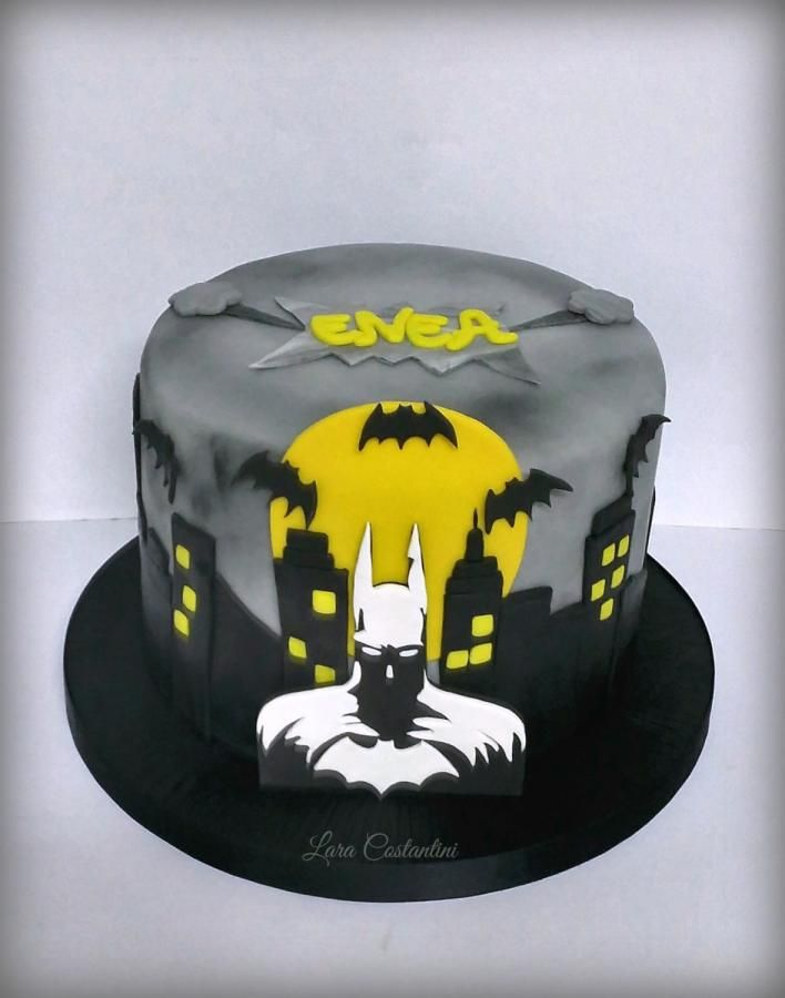 Best 25 Batman Cakes Ideas On Pinterest