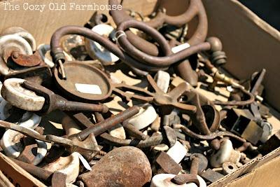 """The Cozy Old """"Farmhouse"""": Springfield Flea Market & Vintage Junk Extravaganza"""