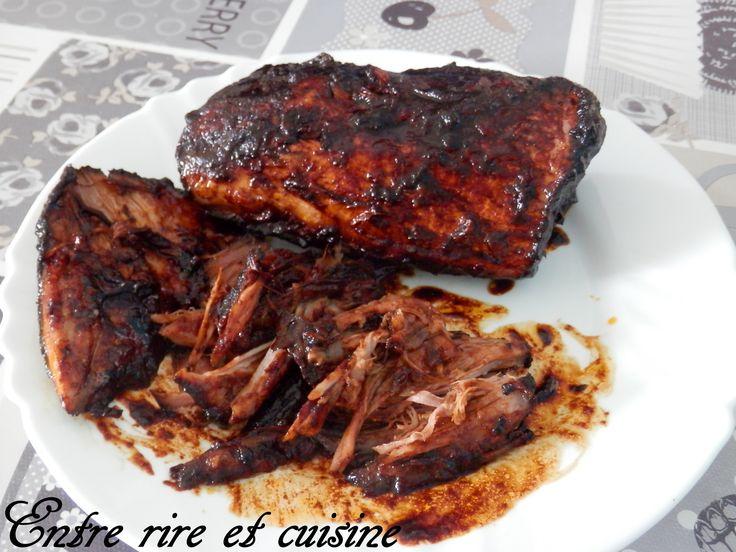 """Bonjour, Dès que j'ai vu cette recette chez Stéphanie via le blog de Céline, je me suis lancée car ça faisait un bon moment que je voulais tester le """" Pulled pork """" ou """" porc effiloché """". Le pulled pork, c'est une façon de cuisiner la viande, qui prend..."""