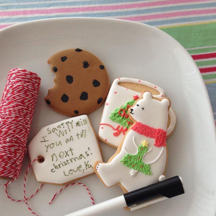サンタさん用クッキー。 若干おかしな内容のメッセージ。 (クリスマスだからスペルミスには目をつぶってあげようと心穏やかにした私。) • We prepared the welcome gift(cookies) for Santa and My son wrote the message on the cookie♡ • ...??? He didn't get anything yet but he has already waited for the next year?!?!?! (Please ignore his misspelling) • #christmas #icingcookies #santagift #decoratedcookies #クリスマス #アイシングクッキー