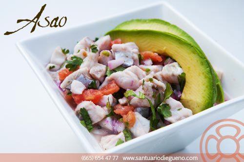 Cómo preparar #ceviche mixto: 1. Cortar los #mariscos en trozos pequeños. 2. Hacer jugo de limón, sazonar al gusto. 3. Curtir los mariscos en el jugo. 4. Hacer una ensalada con cebolla blanca y morada, cilantro, tomate, pepino y zanahoria. 5. Agregar la ensalada al jugo de limón junto con los mariscos. Mariscos: pulpo, camarón, callo y calamar.  #seafood