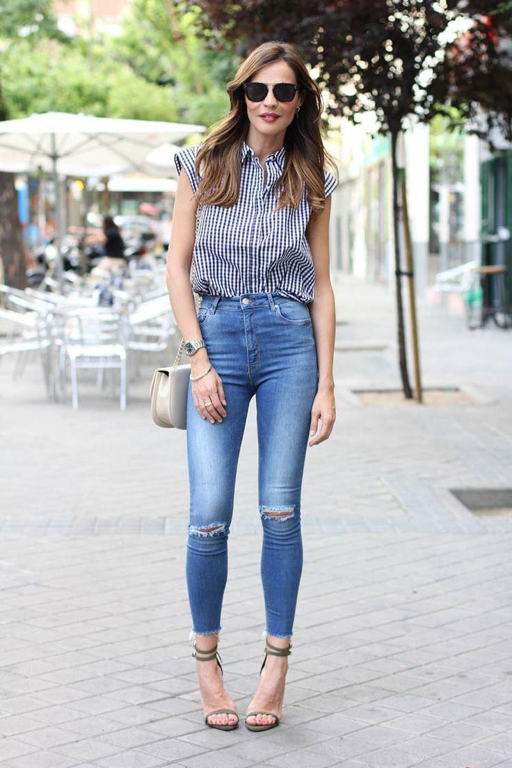 High-waisted jeans & gingham shirt