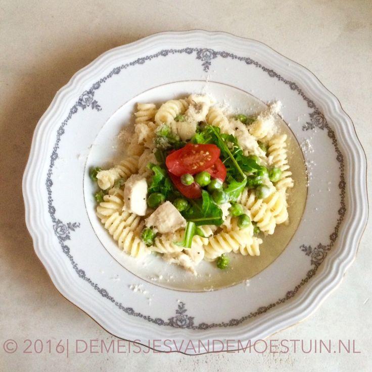 romige pasta met kipfilet en doperwten