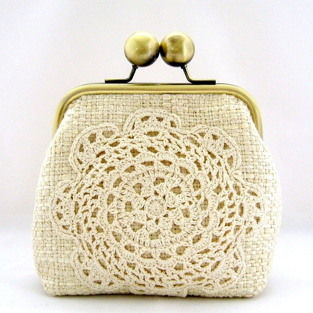 Vintage Doily Clutch - buy change purses at Goodwill and add small doily motif!