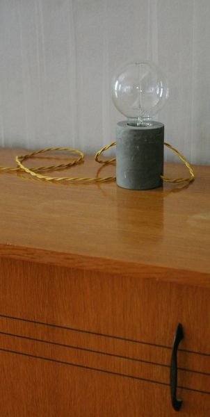 Lampe de chevet béton léger de JGS creations sur DaWanda.com