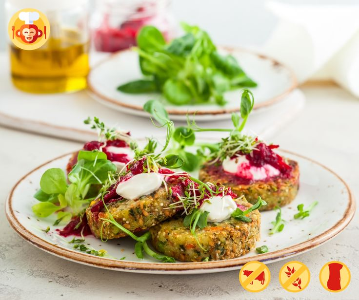 Vegetarian fit burgers with quinoa and zucchini.  #quinoa #vegetarian #diet #fit #healthy #burger #zuchini #green #veggies #beetroot #food #foodporn #recipe #ideas #foodmonkeys #lunch