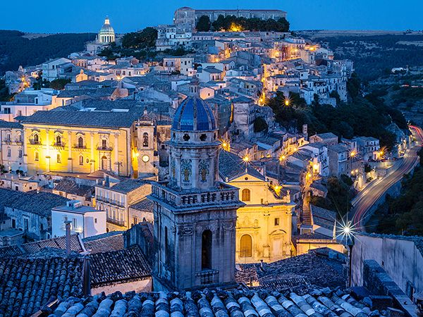 Picture of the old town of Ragusa at night, Italy
