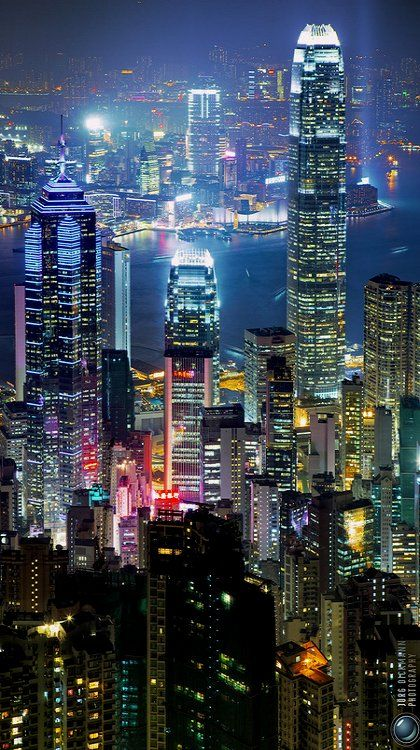 Hong Kong- The City That Lights Up After Dark Visiting on my around-the-world trip : http://www.tipsfortravellers.com/bigtrip2/