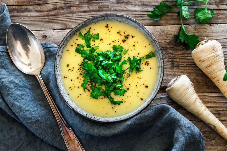 Lust auf eine wärmende Suppe? Probier doch mal unsere leckere und cremige Pastinakensuppe!