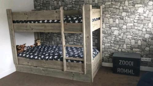 Wij maken van uw bed een prachtig en persoonlijk exemplaar! Prachtig stapelbed van steigerhout. Zeer stevig en plezier voor vele jaren!! Onderstaande prijzen gelden voor alle afmetingen tot: h: 1.50