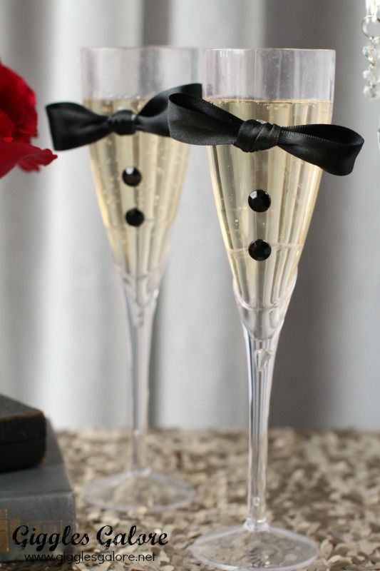 DIY Tuxedo Champagne Flutes. Cute Idea for wedding or Oscars party.