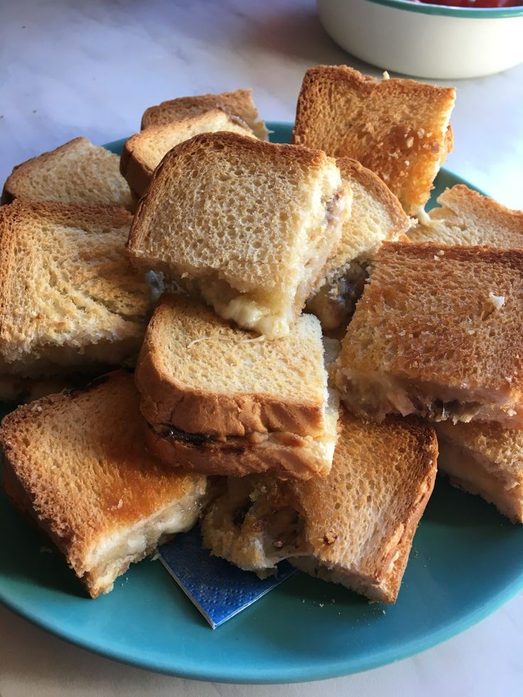 Ansjovis, dijonsenap & ost mackor i ugnen