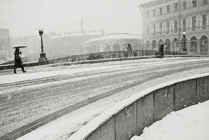 Борис Смелов. Заснеженный двор, 1995