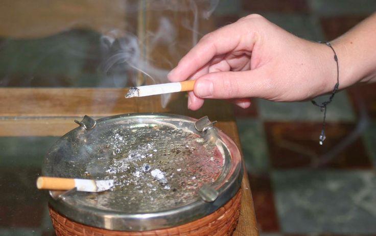AIRLIFE te informa  ¿me afecta mucho fumar si tengo EPOC? Si eres un fumador que tiene la enfermedad, lo más importante que puedes hacer es dejar de fumar. Esto te ayudará a detener o desacelerar el daño en tus pulmones y es la única manera de evitar que los síntomas empeoren. Si no quieres que tu calidad de vida empeore deja de fumar a la brevedad. Así tendrás mayor oportunidad de vivir más tiempo y ser más saludable.