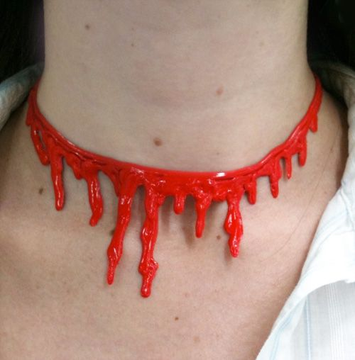 iLoveToCreate Blog: ScaRY 3-D SpiDeR WeB and BloOdY NeCklacES