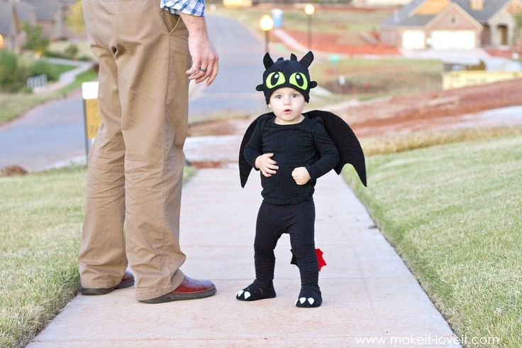 """A simple DIY Toothless Costume...from """"How To Train Your Dragon""""   via Make It and Love It"""