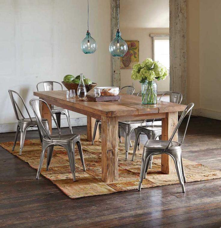 grande table manger en bois massif avec chaises mtalliques et suspensions en verre - Grande Table