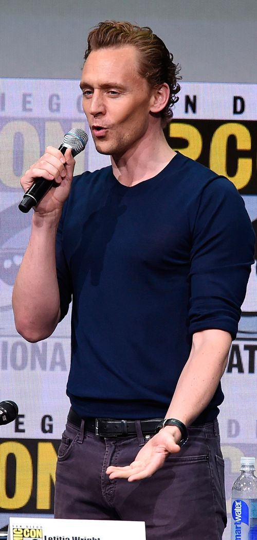 Tom Hiddleston attends the Marvel Studios Presentation during Comic-Con International 2017 at San Diego Convention Center on July 22, 2017. Via Torrilla: https://m.weibo.cn/status/4132668637965513 Larger: https://wx3.sinaimg.cn/large/6e14d388gy1fhtrep0ammj21tz2bcx6p.jpg