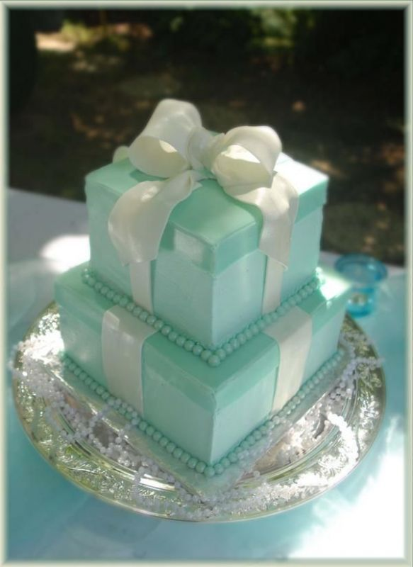 Tiffany blue cake (don't know how it tastes but it's very pretty!) Same color as my wedding cake