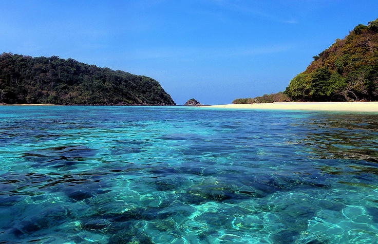 Snorkelling in crystal clear water. - Ko Rok, Thailand