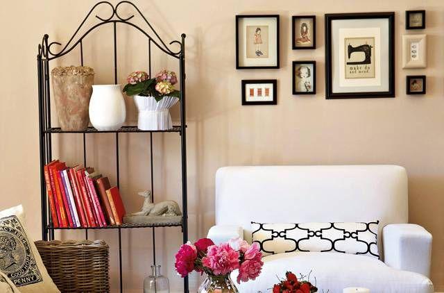 Living, living room: Living Rooms Wall, Design Room, Living Rooms Bookshelves, Photo Arrangement, Reading Corner, Comfy Chairs, Design Home, Frames Arrangement, Pictures Frames