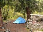 Моя любимая палатка Отшельник фирмы Normal установленная под лапами большой ели на приюте Сирота.  Тяжеленные пушки поехали прямо по ним.